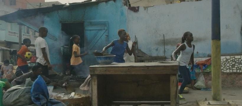 enfants qui courent en afrique
