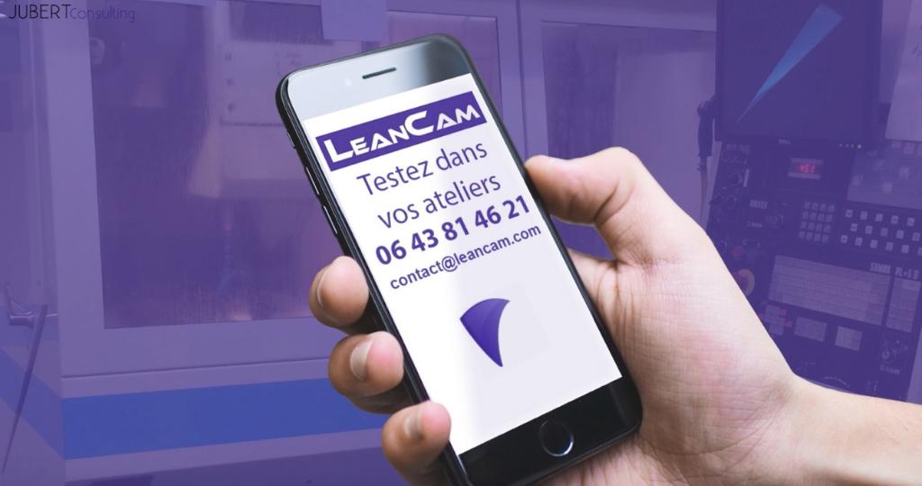 une main qui porte un telephone portable avec l'application LeanCam