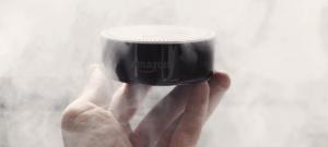"""Une enceinte connectée """"Amazon Echo"""" dans un nuage de fumer"""