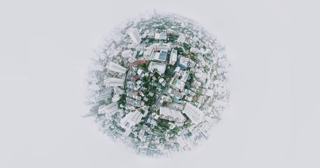 Photo d'une ville en rond