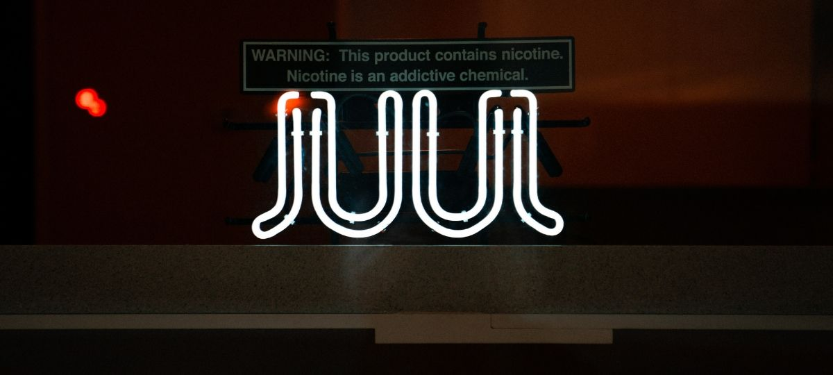 Affichage néon du logo du fabricant de cigarette électronique, Juul