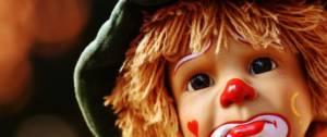 Poupée clown triste