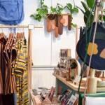 Magasin, local, vêtements, plantes, tasses