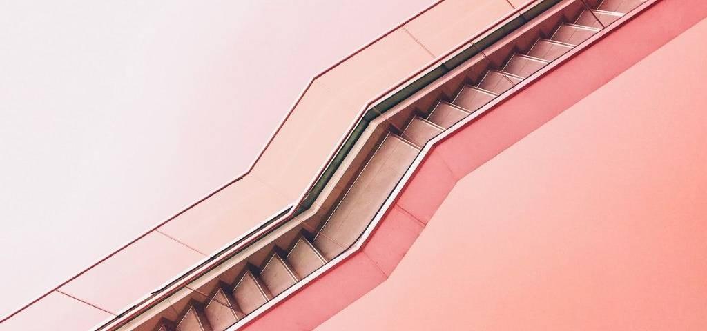 Un escalier rose