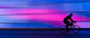 Personnne faisant du vélo
