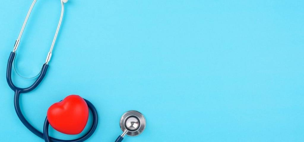 Un stetoscope avec un coeur