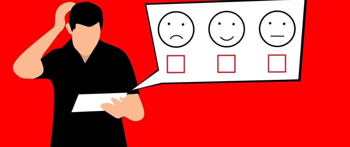 Illustration d'une homme se grattant la tête devant trois emoticones du plus content au moins content