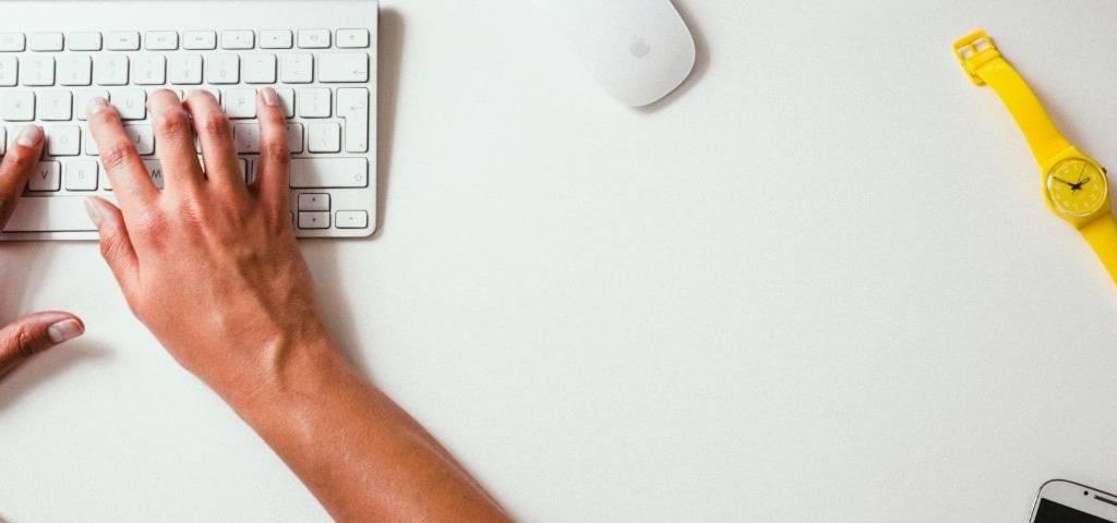 Taper sur un clavier des recherches