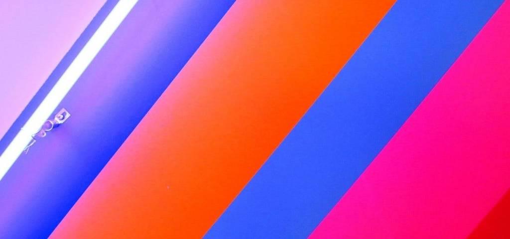 Des bandes multicolores