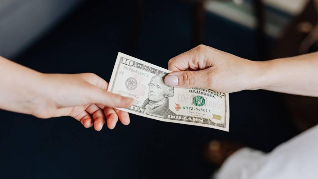Mains - Billet 10 dollars