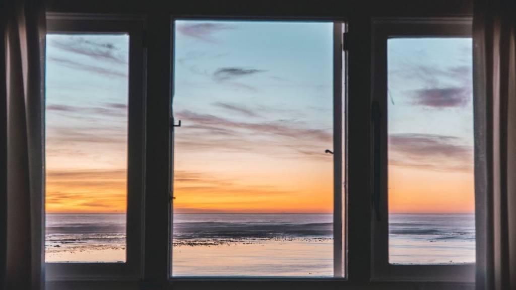 Fenêtre avec vue sur mer