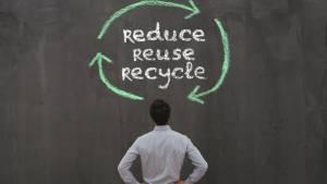 Message écrit à la craie : Reduce - Reuse - Recycle