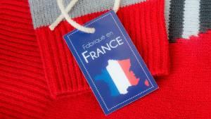 """Pull avec une étiquette """"Fabriqué en France"""""""