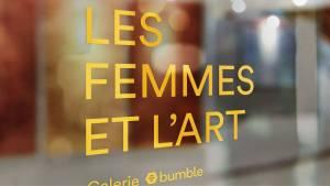 Ecrit sur une porte en verre : Les femmes et l'art