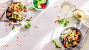 Assiettes avec des légumes