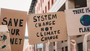 Pancarte de manifestation : System Change Not climate Change